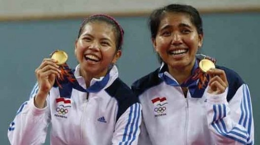 Indonesia's Polii and Maheswari pose with their gold medals after winning the women's doubles gold medal badminton match against Japan at Gyeyang Gymnasium at the 17th Asian Games in Incheon